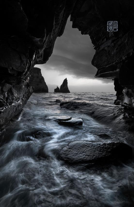 Storm in the Cave Dfraw_2116 desat hanko